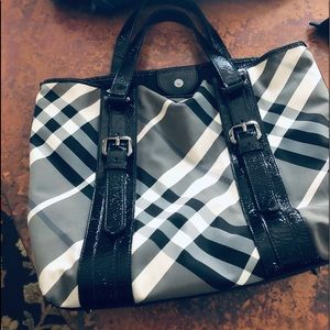 Burberry never used black and white tote.